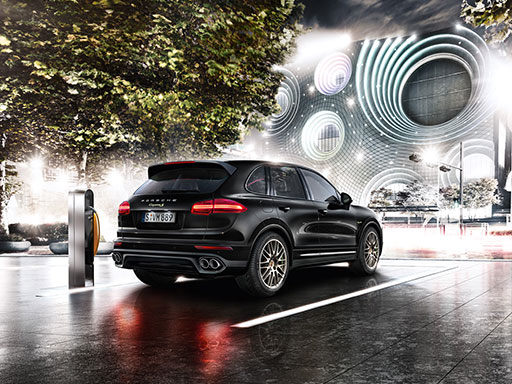 Accomplished performance. Cayenne S E-Hybrid Platinum Edition.